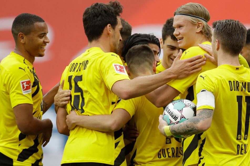 BVB-Stars bejubeln zusammen den 1:0-Führungstreffer.
