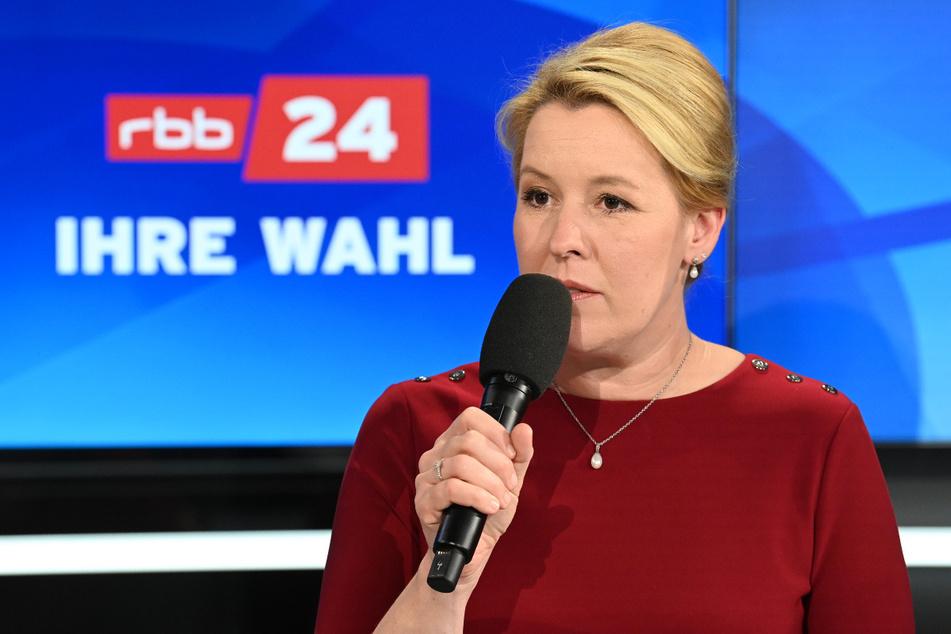 Franziska Giffey (SPD) spricht während der TV-Sendung des rbb zur Berliner Abgeordnetenhauswahl.