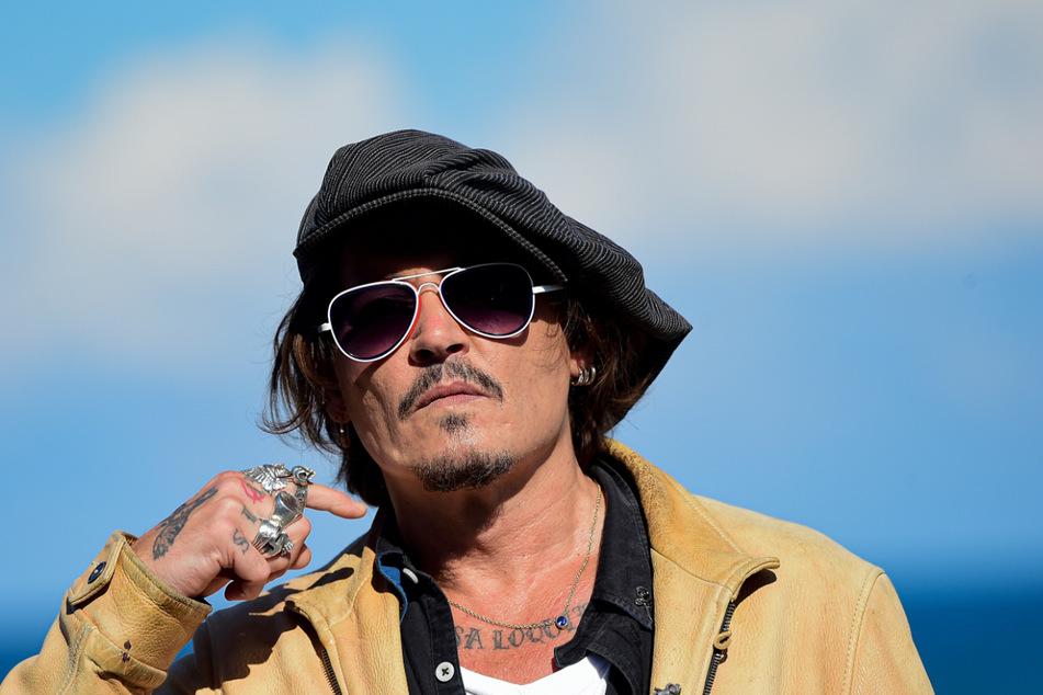"""Johnny Depp wehrt sich gegen die """"Frauenschläger""""-Bezeichnung der """"Sun"""", doch bislang ohne Erfolg."""