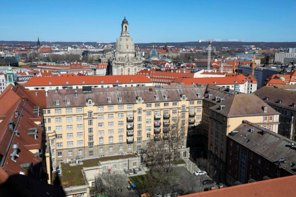 Im Dresdner Stadtzentrum wohnen viele betagtere Mitbürger. Sie hatten viel (Lebens-)Zeit zum Sparen.