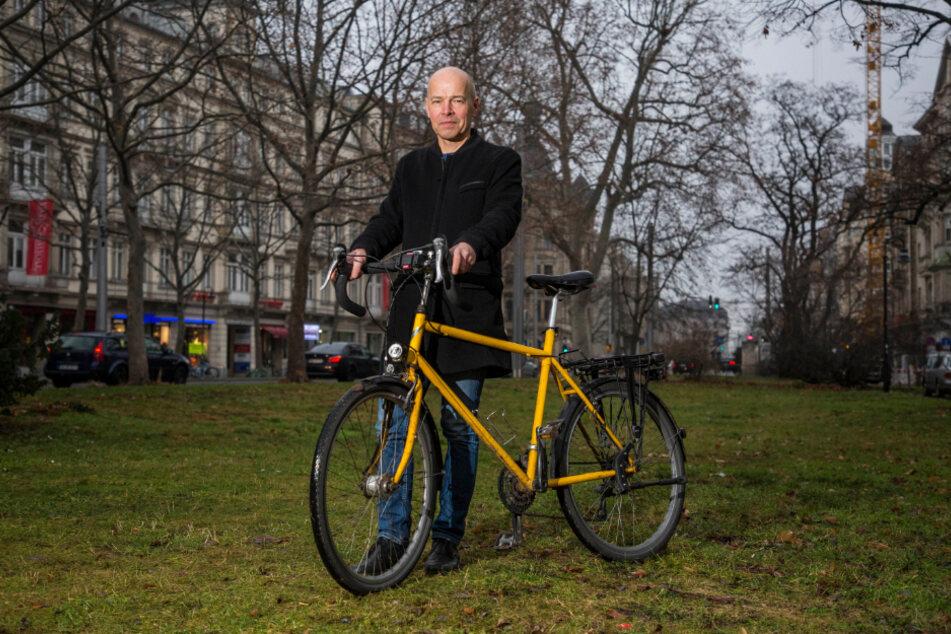 ADFC-Vizechef Rolf Leonhardt (55) fügte die Detailarbeit der Mitglieder zu einem 227-seitigen Brief an die Stadt zusammen.