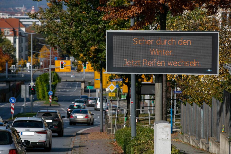 Flüssig mit dem Auto durch die Stadt, dabei helfen die Verkehrsleitsysteme der Stadt.