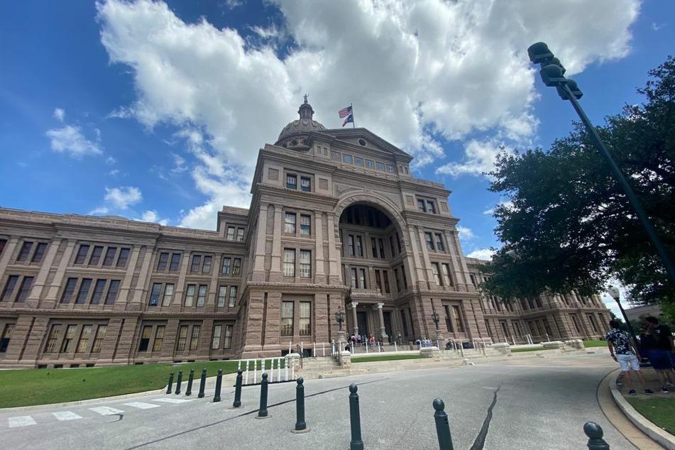 Texas Supreme Court temporarily blocks Gov. Abbott's mask mandate ban in schools