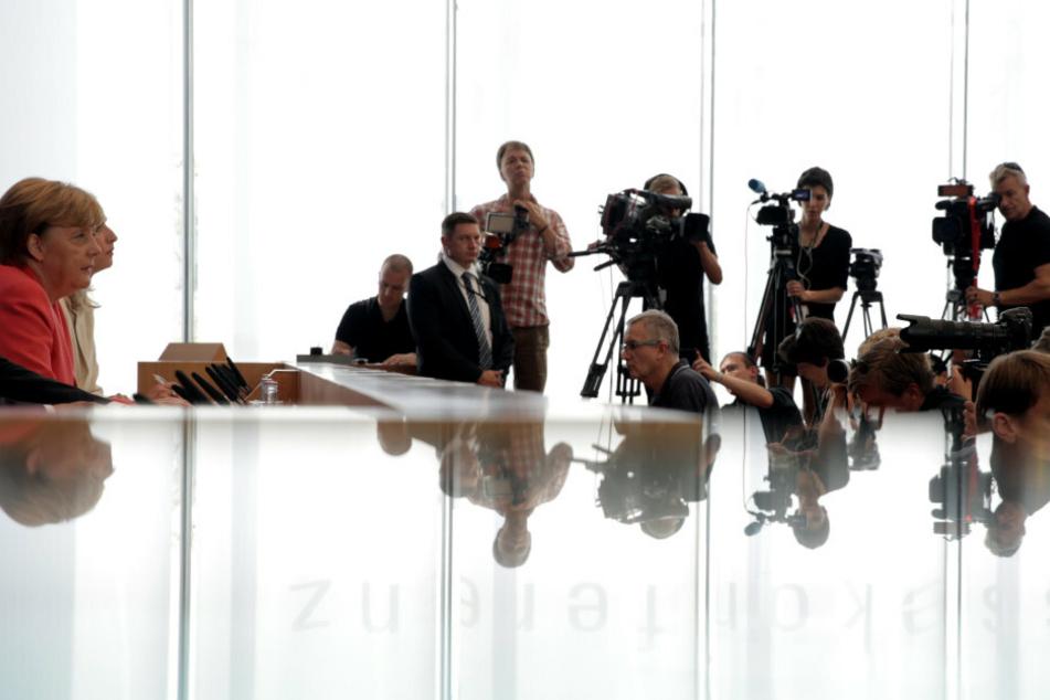 Bundeskanzlerin Angela Merkel (66, CDU) äußert sich 2015 auf einer Pressekonferenz zu aktuellen Themen der Innen- und Außenpolitik. (Archivbild)