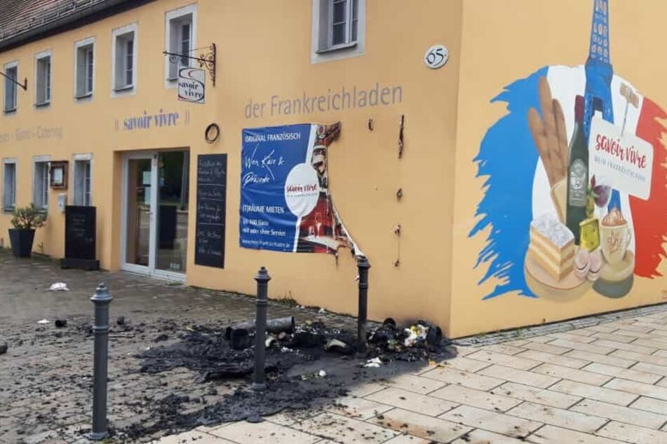 """Vor dem """"Frankreichladen - Savoir Vivre"""" zündeten Unbekannte eine Mülltonne an."""