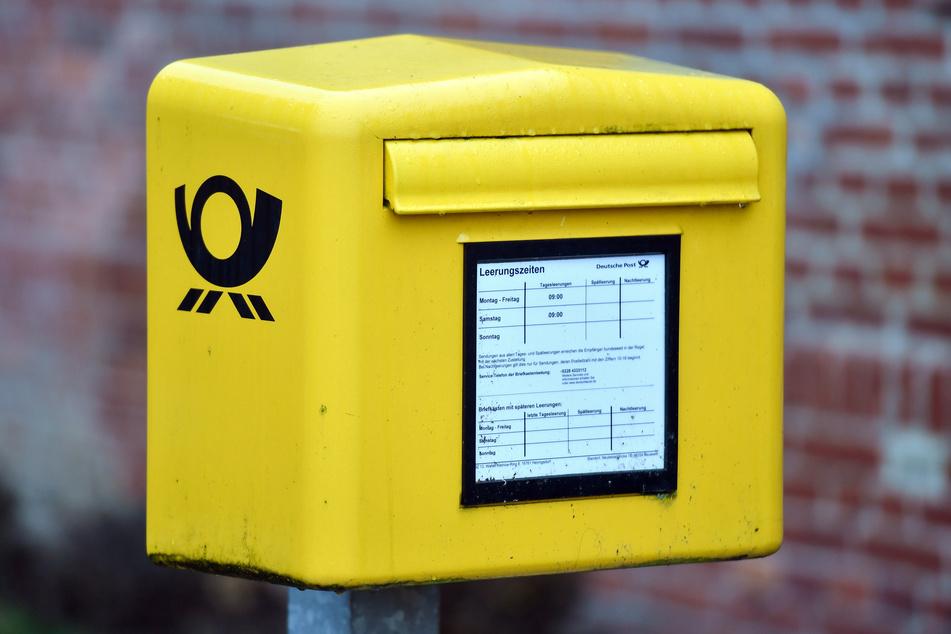 Ein Briefkasten der Deutschen Post AG.