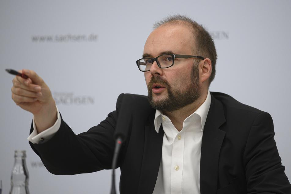 Sachsens Kultusminister, Christian Piwarz (45, CDU), macht Hoffnung auf Präsenzunterricht ab Mitte April.