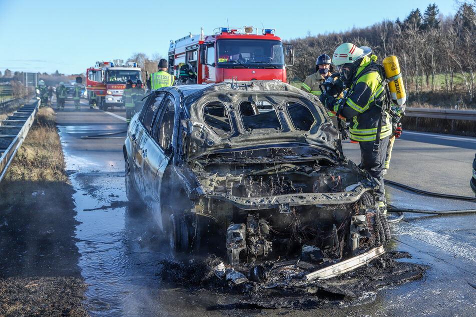 Der Renault brannte vollständig aus.