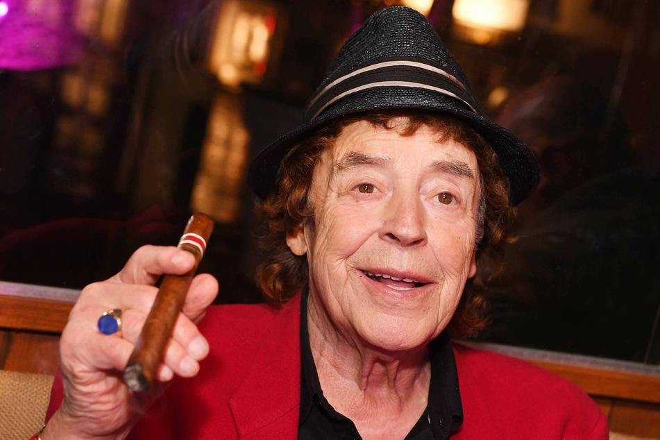 """Der in Baden-Baden geborene Tony Marshall (83) wurde 1971 mit dem Hit """"Schöne Maid"""" berühmt. Er ist ausgebildeter Opernsänger, blieb aber dem Schlager treu. Der Entertainer veröffentlichte rund 120 Singles, trat auf Tausenden Veranstaltungen auf und moderierte um die 40 TV-Shows."""