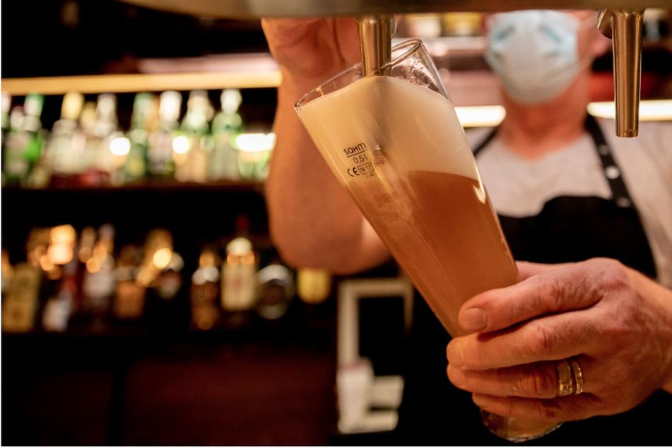 Bier-Krise in Deutschland: Tausende Liter in den Gully schütten