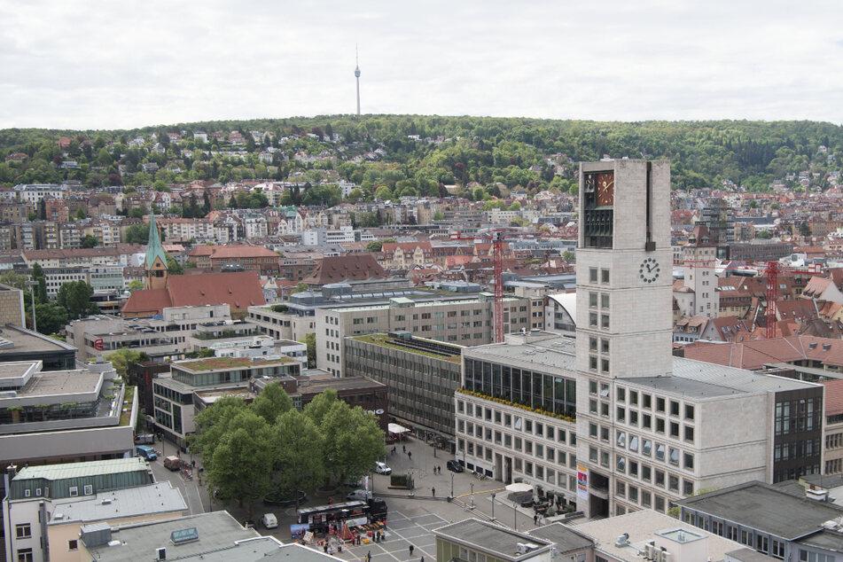 Das Stuttgarter Rathaus mit seinem markanten Turm. Am Mittwoch schweigt das Glockenspiel zur Mittagszeit.