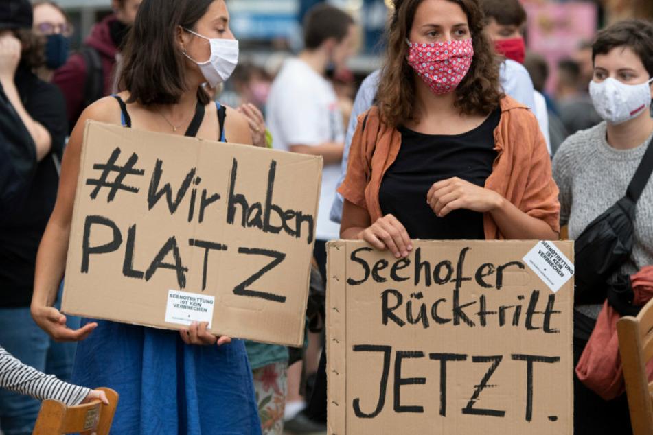 Brand im Flüchtlingslager Moria: Menschen gehen in Berlin auf die Straße