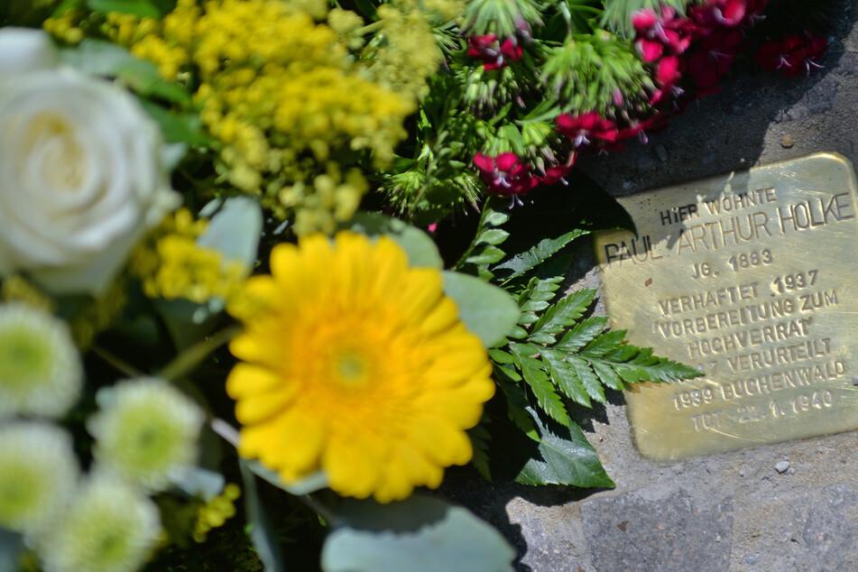 In Leipzig wurden am 8. Mai wieder Stolpersteine geputzt.