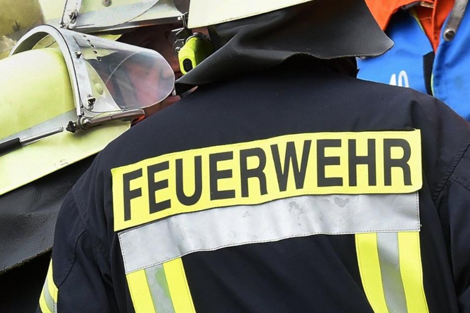 Obwohl die Feuerwehr schnell alarmiert wurde, kam für den Rentner jede Hilfe zu spät. (Symbolbild)