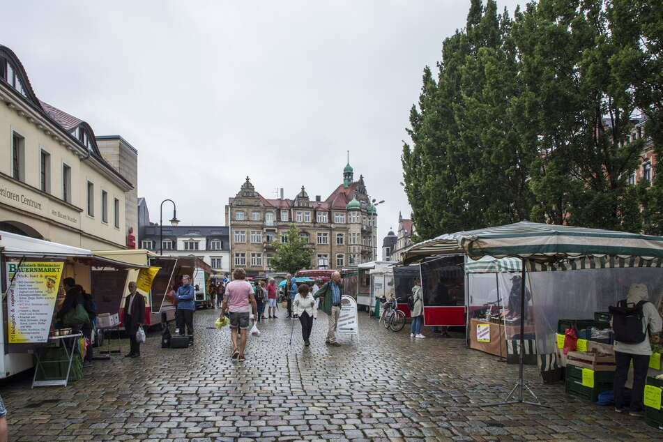 Tristesse auf dem Wochenmarkt am Schillerplatz: Seit der Parkplatz am Blauen Wunder geschlossen ist, sinken die Umsätze.