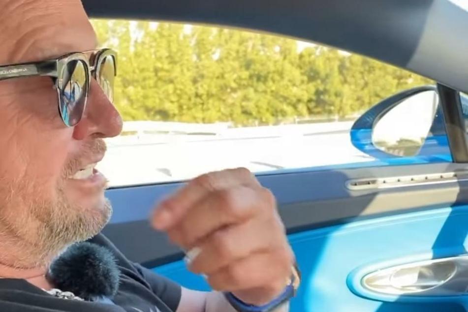 Robert Geiss (56) in einem Bugatti.