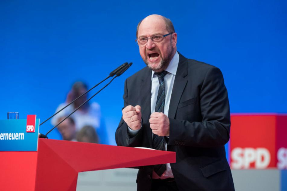 Martin Schulz beim Außerordentlichen Parteitag der SPD in Wiesbaden. (Foto: dpa)