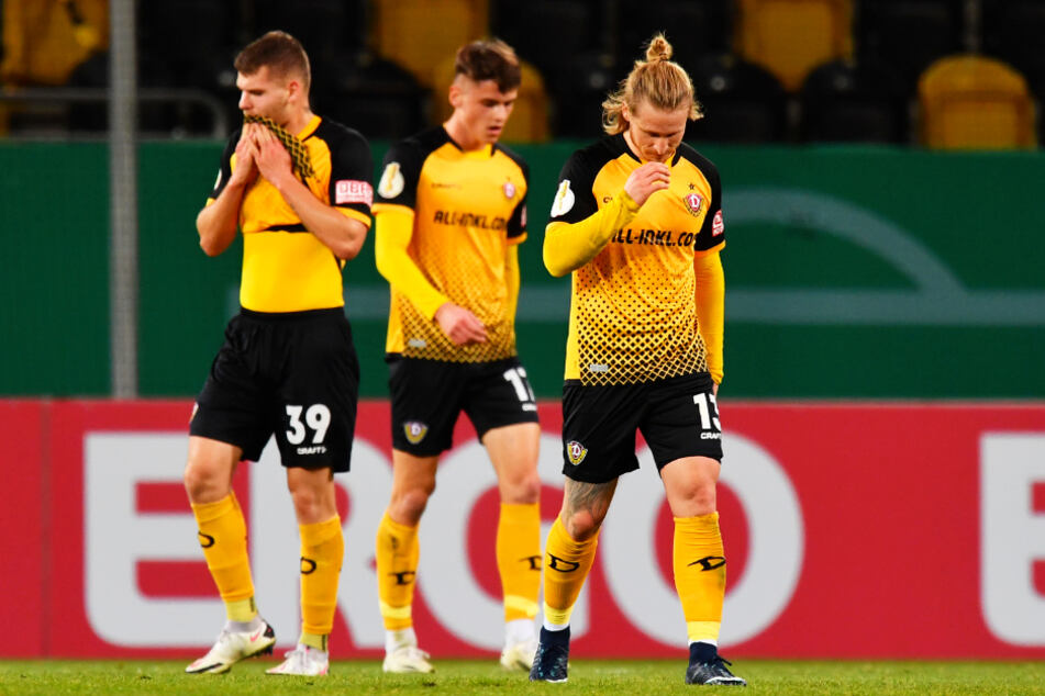 Traurige Dynamos! Die drei Eigengewächse Kevin Ehlers (l.), Maximilian Großer (M.) und Marvin Stefaniak konnten die Niederlage nicht verhindern.