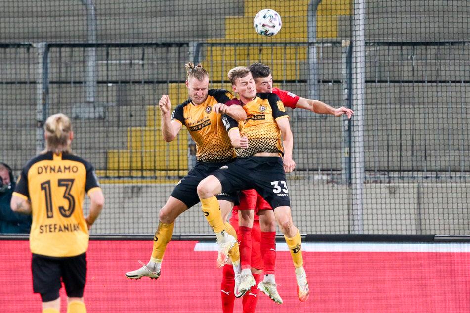 Dynamo geht trotz des verlorenen Hinspiels am 6. Spieltag als Favorit ins Derby. Im Bild: Dynamo-Kapitän Sebastian Mai (27), Christoph Daferner (23) und Jozo Stanic (21, v.l.).