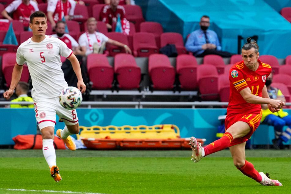Gute Einzelaktion vom Superstar! Gareth Bale zieht mit links ab, zielt jedoch um einen Meter am dänischen Kasten vorbei.