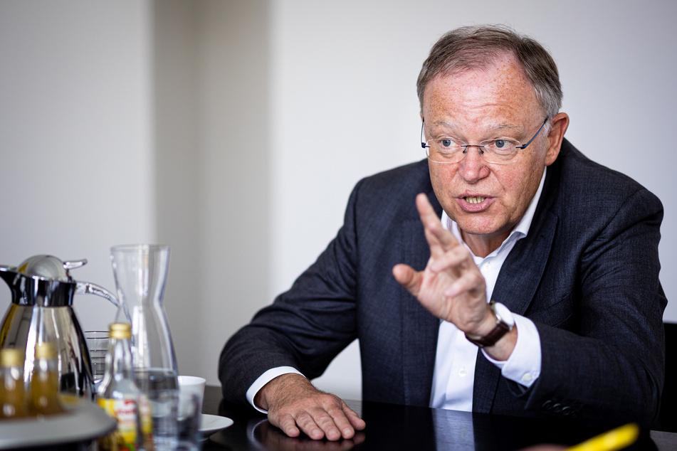 Niedersachsens Ministerpräsident Stephan Weil (62, SPD) bemängelt den Rückgang der Impfbereitschaft. (Archivbild)
