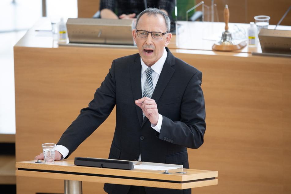 AfD-Fraktions-Chef Jörg Urban (58) hat ein ganz eigenes Verständnis von einer sicheren Zukunft,