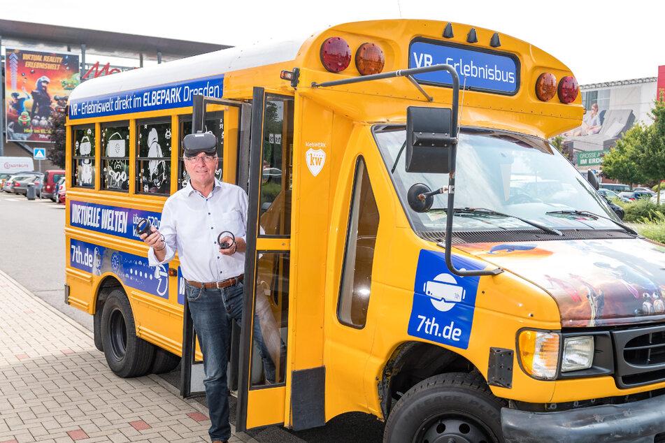 """""""7th Space""""-Chef Dirk Jordan (64) ließ den alten Schulbus erst """"entkernen"""" - und dann aufmöbeln."""