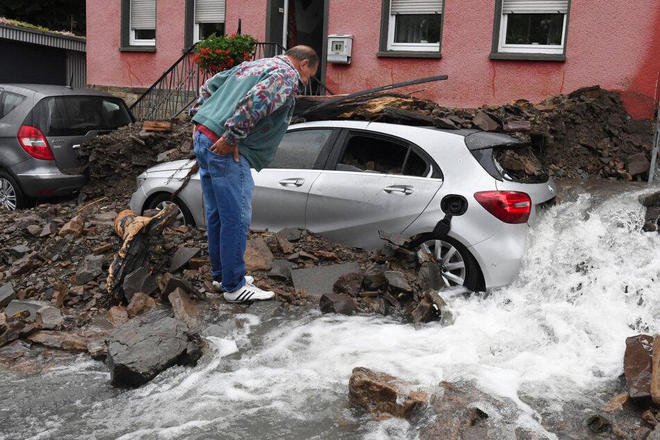 Lange Schlange vor Rathaus: Hagen zahlt seit Dienstag Hochwasser-Soforthilfen aus