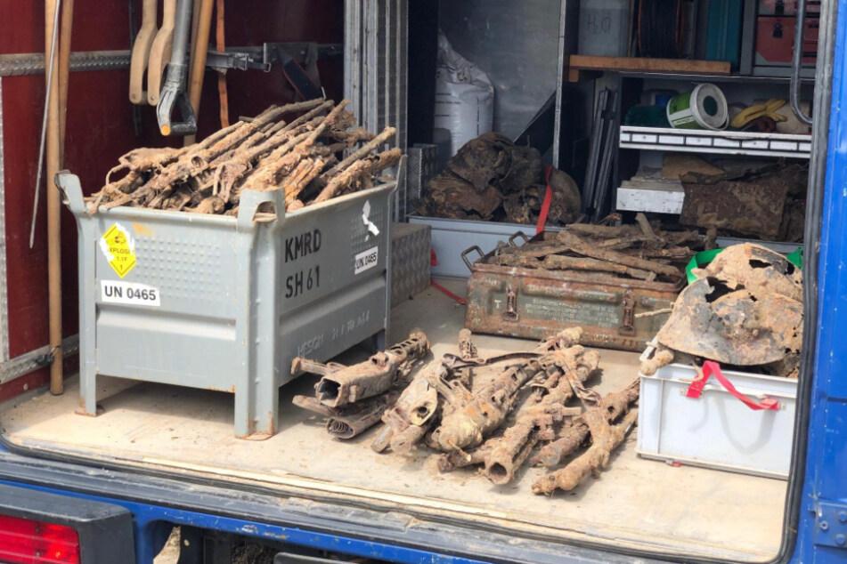 Rätselhaftes Waffendepot aus dem Zweiten Weltkrieg am Bahnhof gefunden