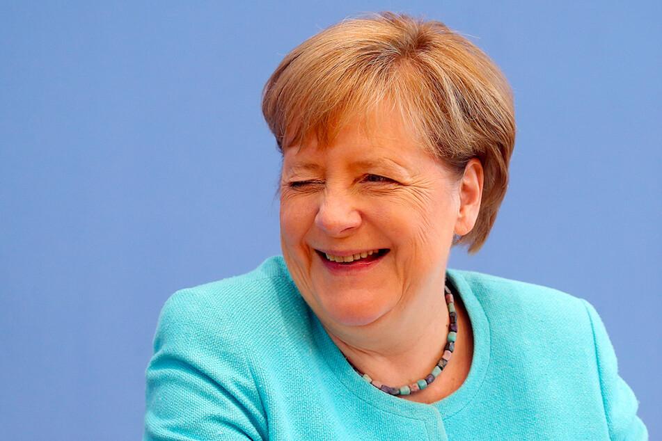 Der Kabarettist beschreibt Bundeskanzlerin Angela Merkel (67, CDU) als selbstironisch und sehr humorvoll.