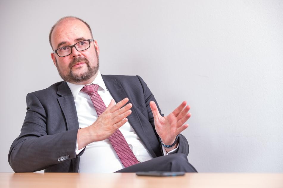 Sachsens Kultusminister Christian Piwarz (45, CDU) prüft derzeit den Einsatz von Luftfiltern in sächsischen Klassenzimmern.