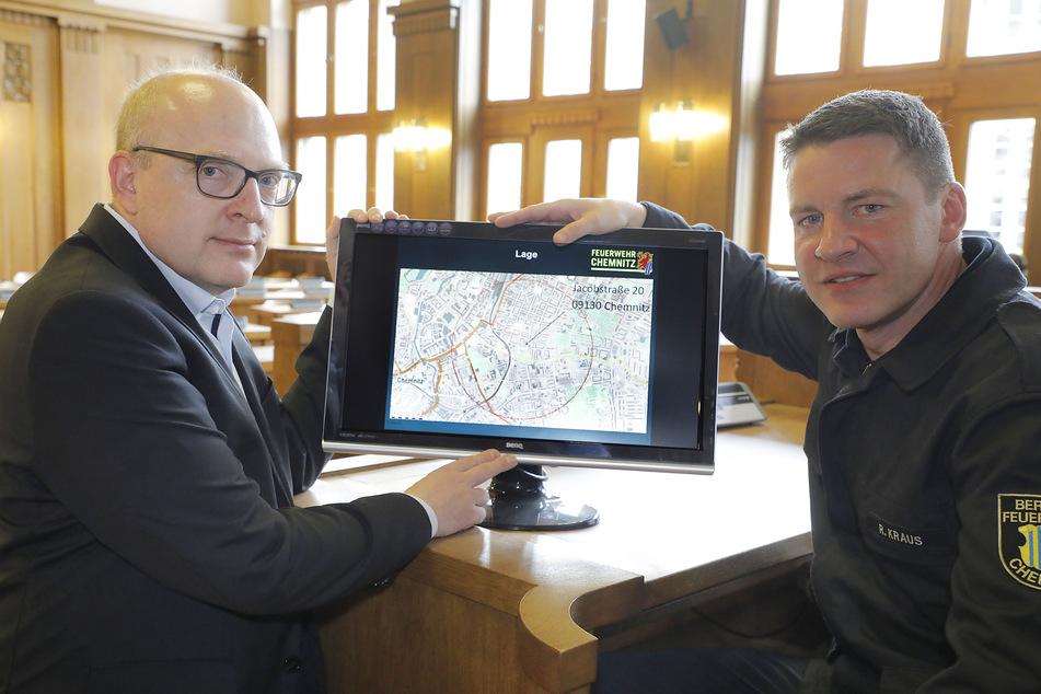 Bürgermeister Sven Schulze und Feuerwehr-Amtsleiter René Kraus informierten am Mittwoch über den möglichen Evakuierungsradius.