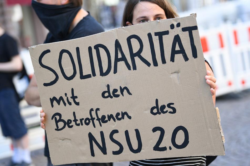 """Rechte Drohmails gegen Promis und Politiker: Polizei gelingt Schlag gegen """"NSU 2.0""""-Netzwerk"""