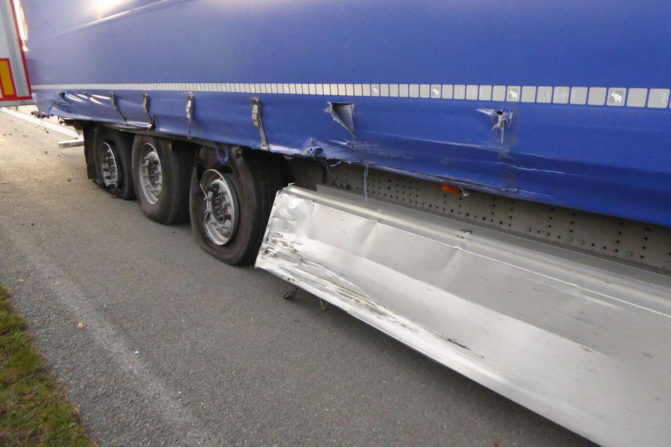 Der Lkw erlitt Schäden und kam erst 200 Meter hinter der Unfallstelle zum Stehen.