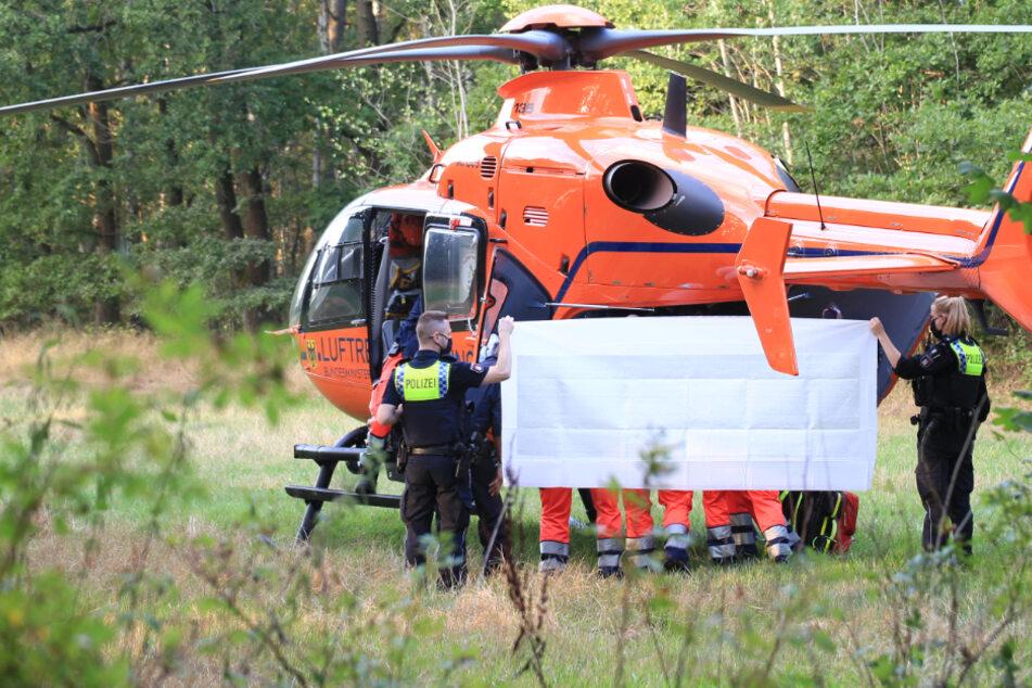 Ein Rettungshubschrauber brachte den verletzten 16-Jährigen in eine Klinik.