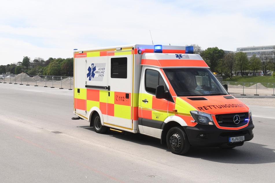 Die zwei Verletzten wurden umgehend in ein Krankenhaus gebracht. (Symbolbild)