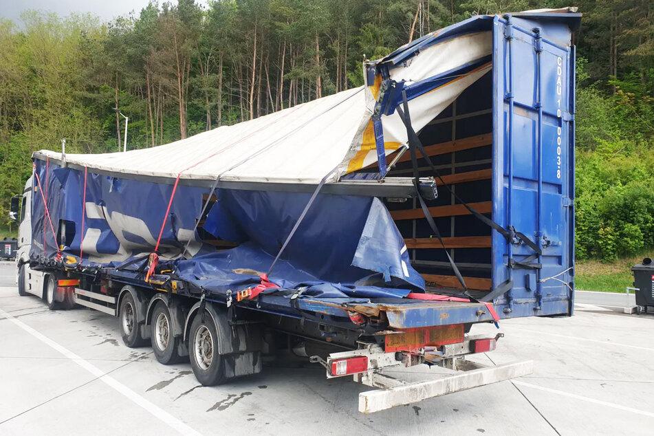 Völlig desolat: Der Lkw-Auflieger wurde bei einem Unfall zerstört.