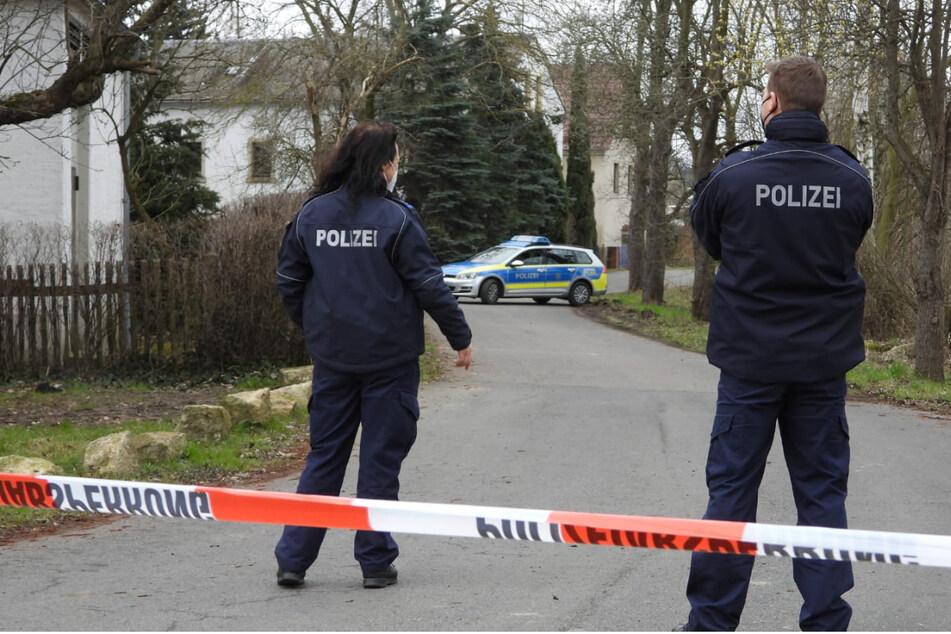 Am Dienstag waren in Mügeln zahlreiche Einsatzkräfte vor Ort, um Spuren zu sichern.