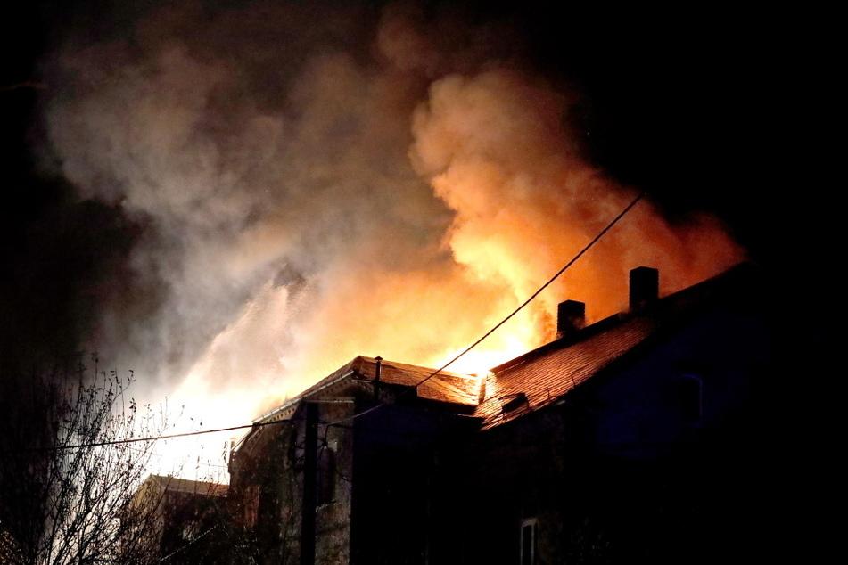 In Flöha brannte am Dienstagabend der Dachstuhl eines unbewohnten Hauses.