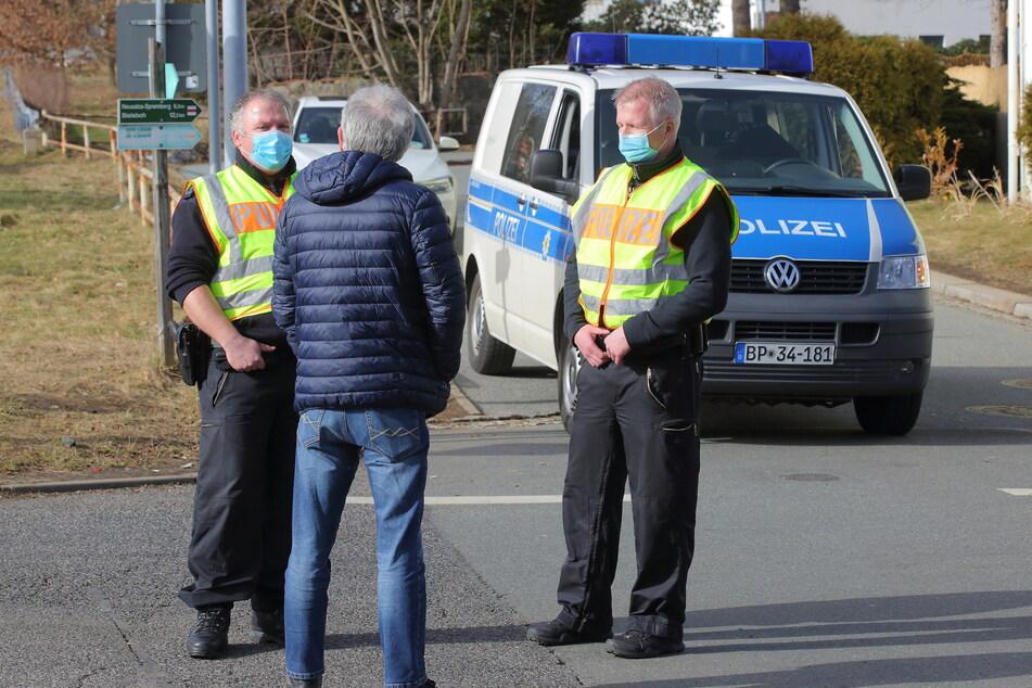 Im Februar rückte die Polizei auch an der deutsch-tschechischen Grenze bei Ebersbach/Jirikov zu verstärkten Kontrollen an, um den Zigaretten-Handel zu unterbinden.