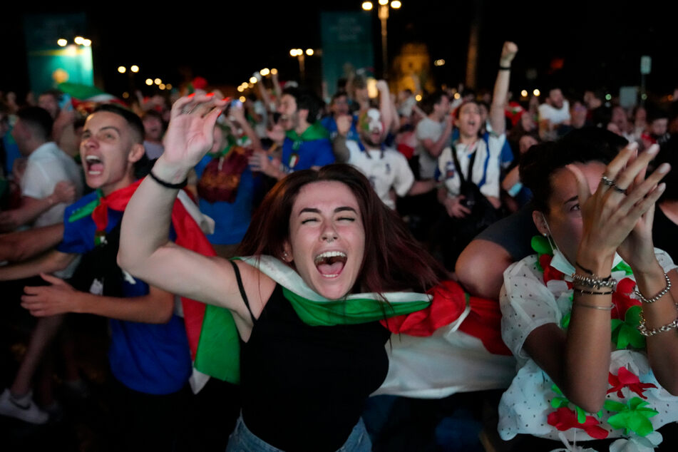 Nach dem Sieg ihrer Nationalmannschaft kannten die italienischen Fans kein Halten mehr.