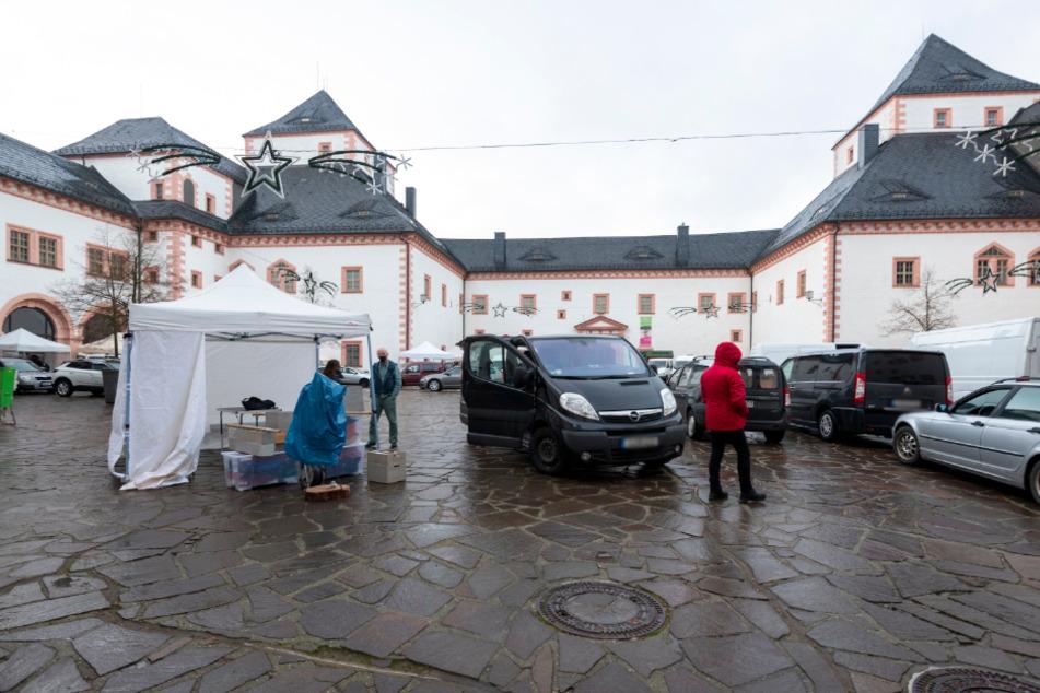 Im großzügigen Schlossinnenhof ist Platz für 120 Aussteller und 300 Besucher.