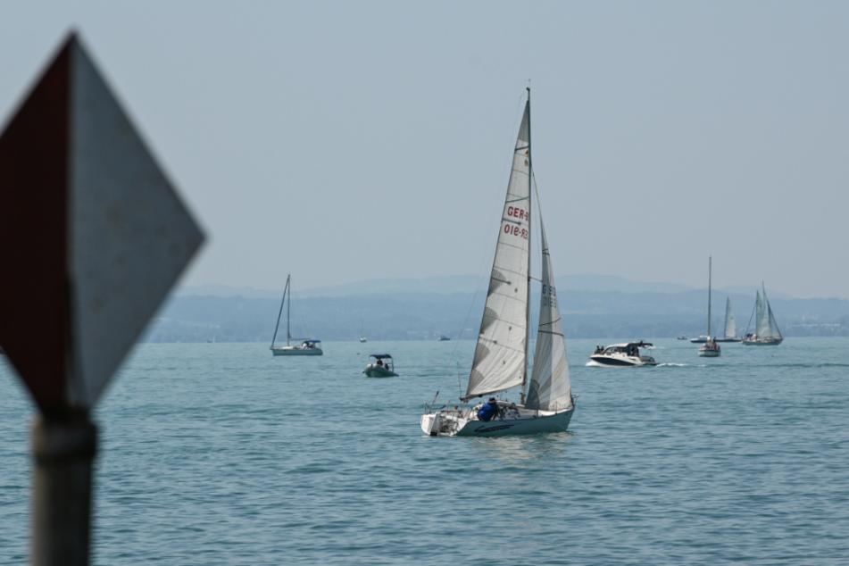 Mann springt von Segelboot in den Bodensee, kurze Zeit später ist er tot