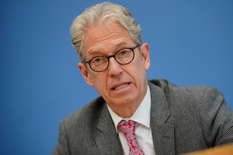 Andreas Gassen, Vorstandsvorsitzender der Kassenärztliche Bundesvereinigung (KBV), spricht bei einer Pressekonferenz.