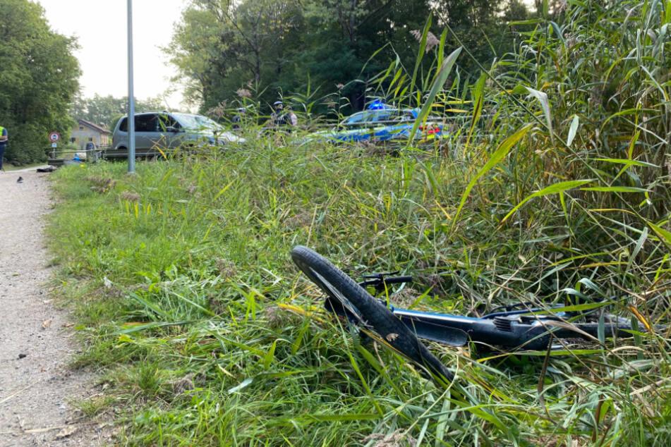 Das E-Bike wurde mehrere Meter weiter in eine Böschung geschleudert.