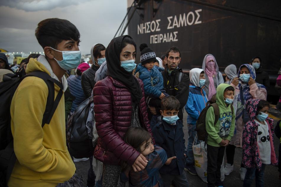 Menschen in einem griechischen Flüchtlingslager.