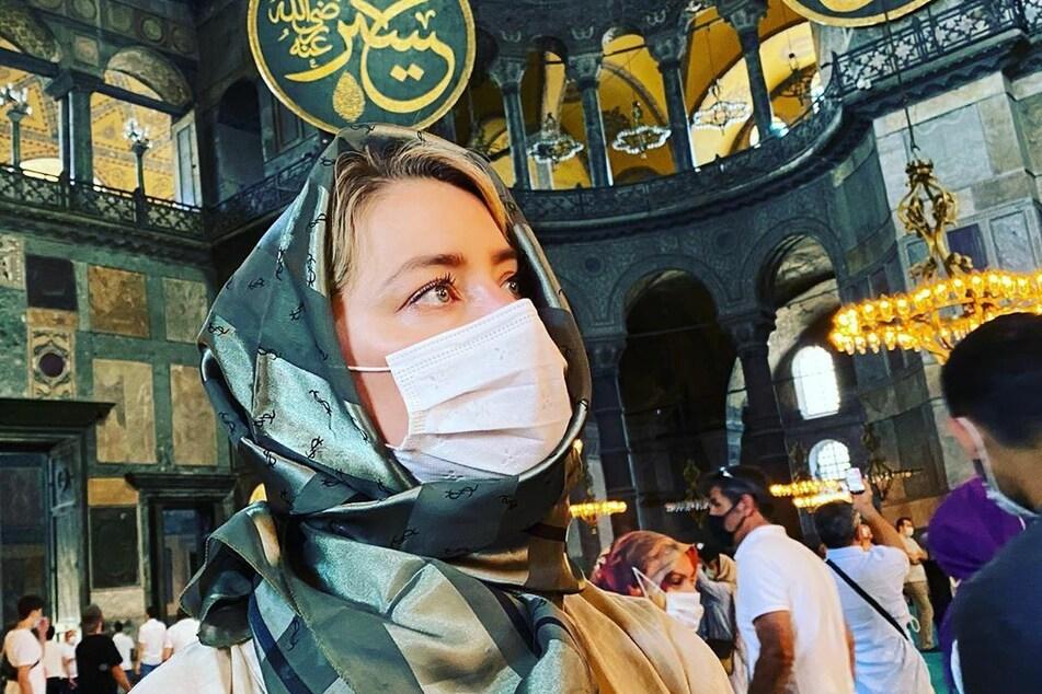 Die Kritik ihrer Anhänger hat sich Heard offenbar zu Herzen genommen. Bei ihrem Besuch der Hagia Sophia hielt sie sich an die Kleiderordnung.