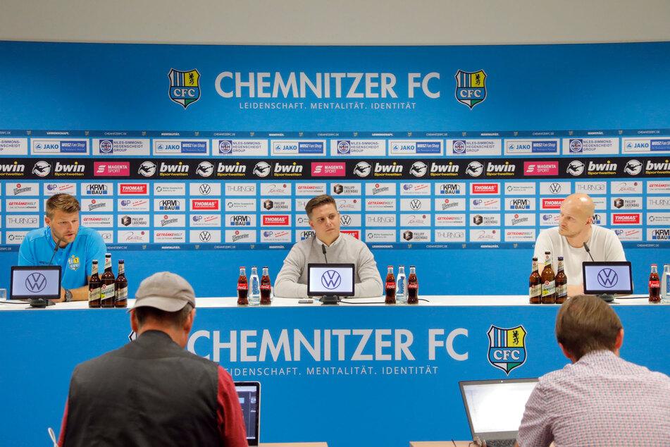 Auf der Pressekonferenz am Montag wurde der neue Cheftrainer Daniel Berlinski (l.) vorgestellt. (m.,Pressesprecher Steffen Wunderlich und r., Sportdirektor Armin Causevic)
