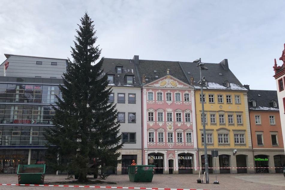 Gegen 13 Uhr stand er noch, der Chemnitzer Weihnachtsbaum.