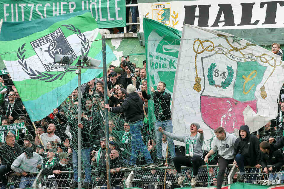 Wie viele Zuschauer dürfen unter welchen Bedingungen ihre BSG Chemie wieder im Alfred-Kunze-Sportpark anfeuern? (Archivbild)